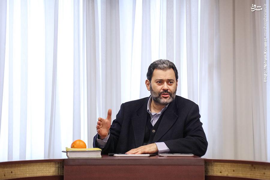ورزی: هیچکس اجازهی بر سر گذاشتن عمامه امام خمینی(ره) را نداشت/ «معمای شاه» یک لانه زنبور است و زنبورهای آن هم از این قرمزهاست/ نواب صفوی: من وطن پرست هستم و به خاک میهن خود اعتقاد دارم/ گودرزی: بازی در نقش امام آرزوی خیلی از بازیگرهاستبازیگر نقش هاشمی رفسنجانی: من بازیگر نیستم روزنامه نگارم