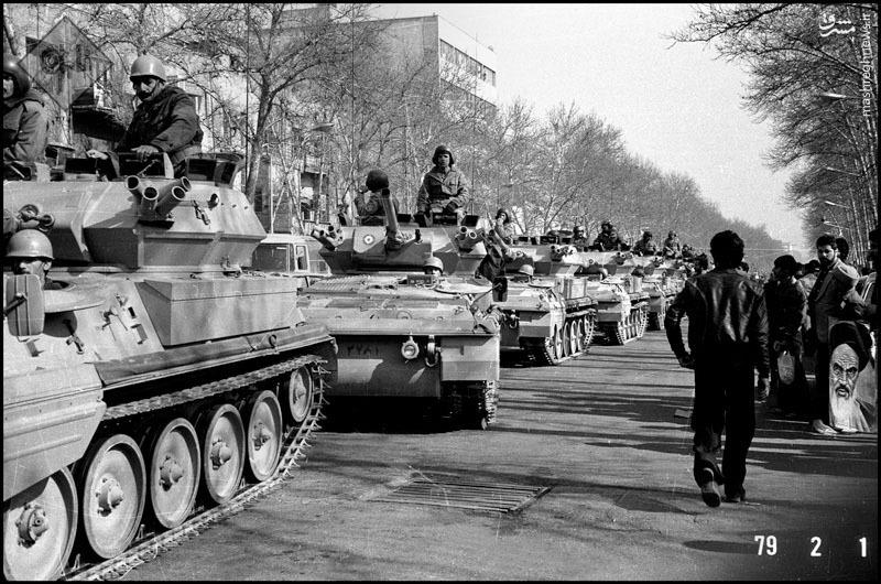عکس/ رژه تانکها در تهران دو روز قبل از ورود امام