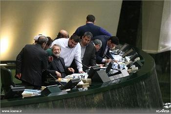 حاشیههای یک مصوبه غیر مردمی در مجلس/ نتیجه رفتار احمدینژادی لاریجانی عقبنشینی بود