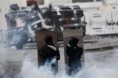 فیلم/ درگیری مردم بحرین با نظامیان آل خلیفه