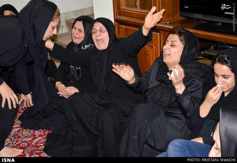 عکس/ حال و روز مادر و خانواده مهرداد اولادی