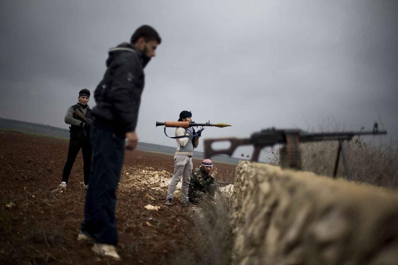 پنج هزار تروریست از مرز ترکیه وارد سوریه شدند/ 197 کانتینر سلاح آمریکایی به دست تروریستها رسید/ پوتین بالگردهای تهاجی را ارسال کرد/ واکنش احتمالی ارتش سوریه چیست؟