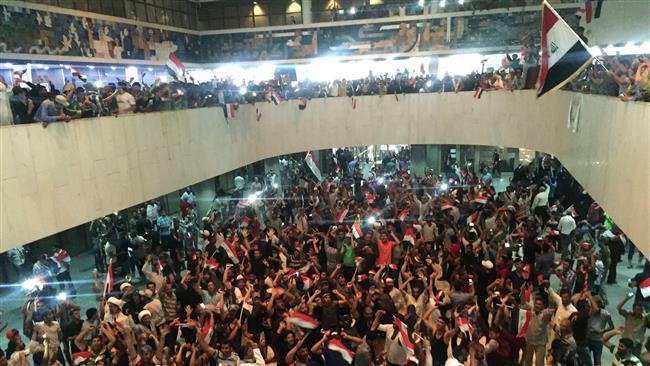 فیلم/ ورود معترضان عراقی به پارلمان عراق