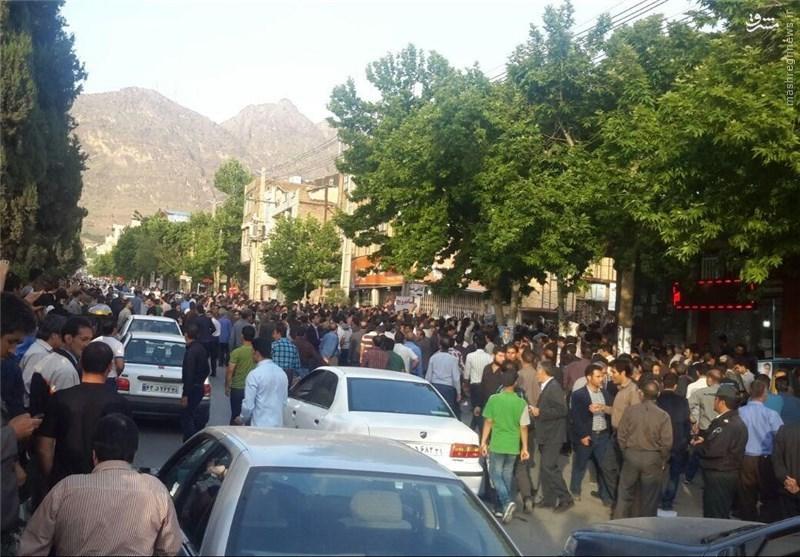 مردم معترض لرستان از ورود کاندیدای مورد حمایت فائزه هاشمی به مجلس جلوگیری کردند