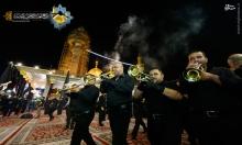 عکس/ اهتزاز پرچم عزا بر فراز گنبد حرم امامین جوادین(ع)