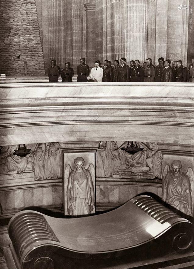 عکس/ آقای دیکتاتور در مقبره ناپلئون