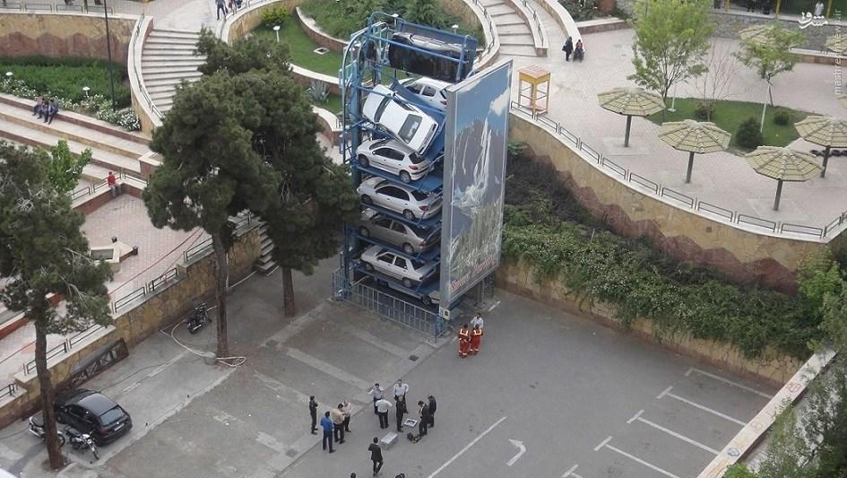 وقوع حادثه برای یک پارکینگ طبقاتی در تهران +عکس