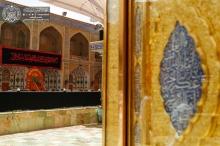 عکس/ آمادهسازی و نصب پرچم عزا در حرم امیرالمؤمنین(ع)