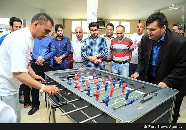 عکس/ فوتبالدستی بازی کردن حسین رضازاده