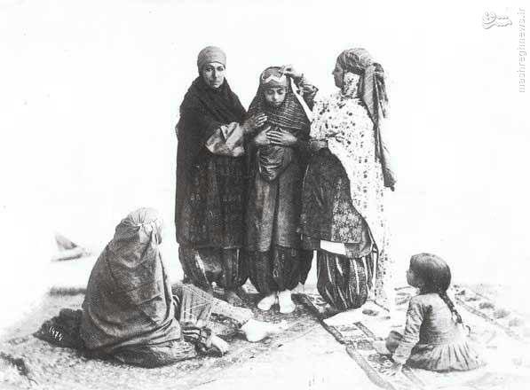 عکس/ آماده کردن عروس در دوران قاجار