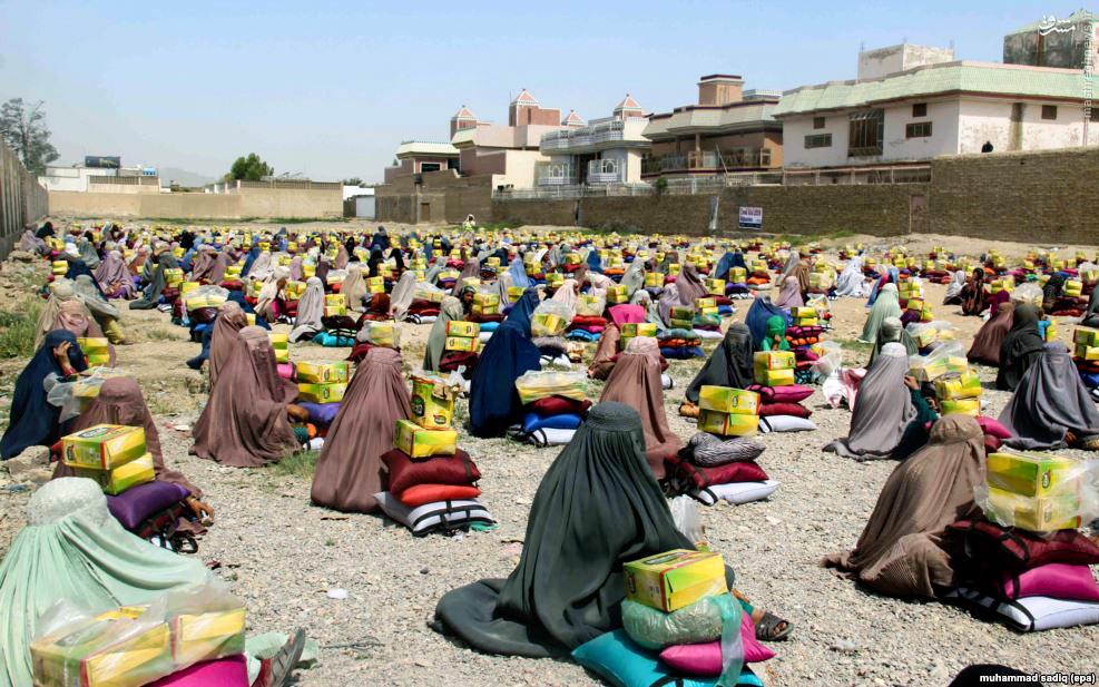 عکس/ توزیع سبد کالا میان زنان افغان