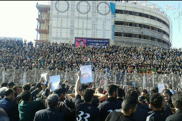 مراسم تشییع پیکر مرحوم اولادی/ حضور پر تعداد مردم در آخرین دور افتخار مهرداد