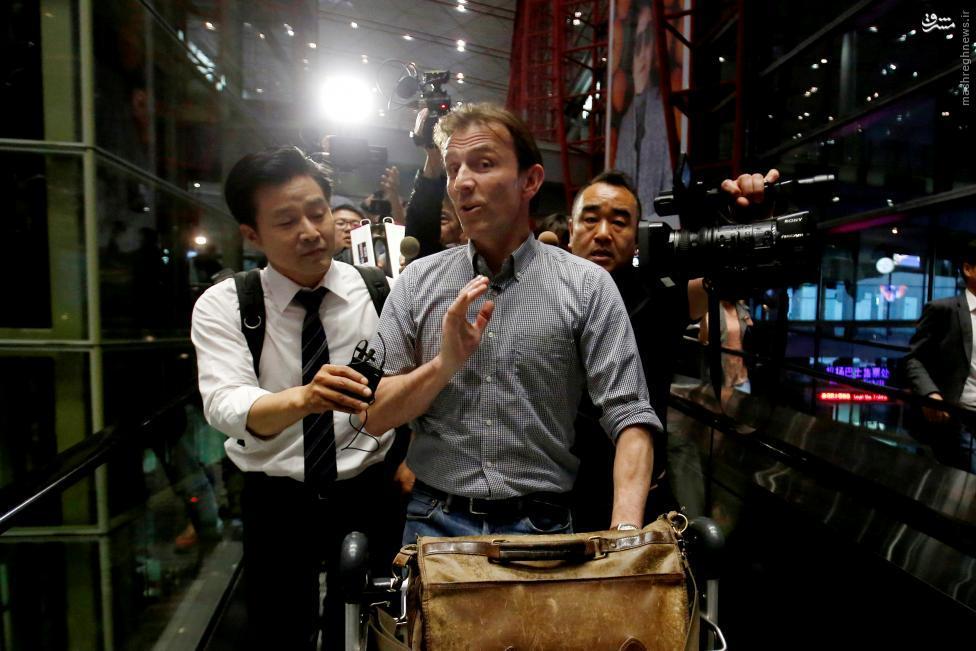 عکس/ اخراج خبرنگار BBC از کرهشمالی