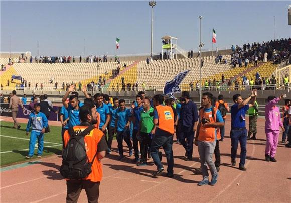 دور افتخار آبیهای خوزستانی در ورزشگاه +عکس