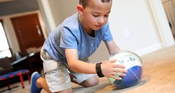 ربات ویژه کودکان اوتیسم عرضه شد +عکس