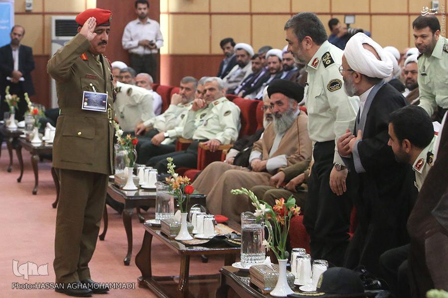 عکس/ احترام فرمانده عمانی به سردار اشتری