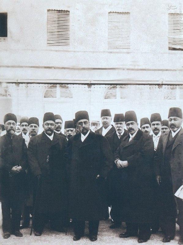 عکس/ مظفرالدین شاه و ملازمانش در سفر فرنگ