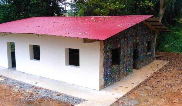 روستایی که خانههایش از بطری پلاستیکی است +تصاویر