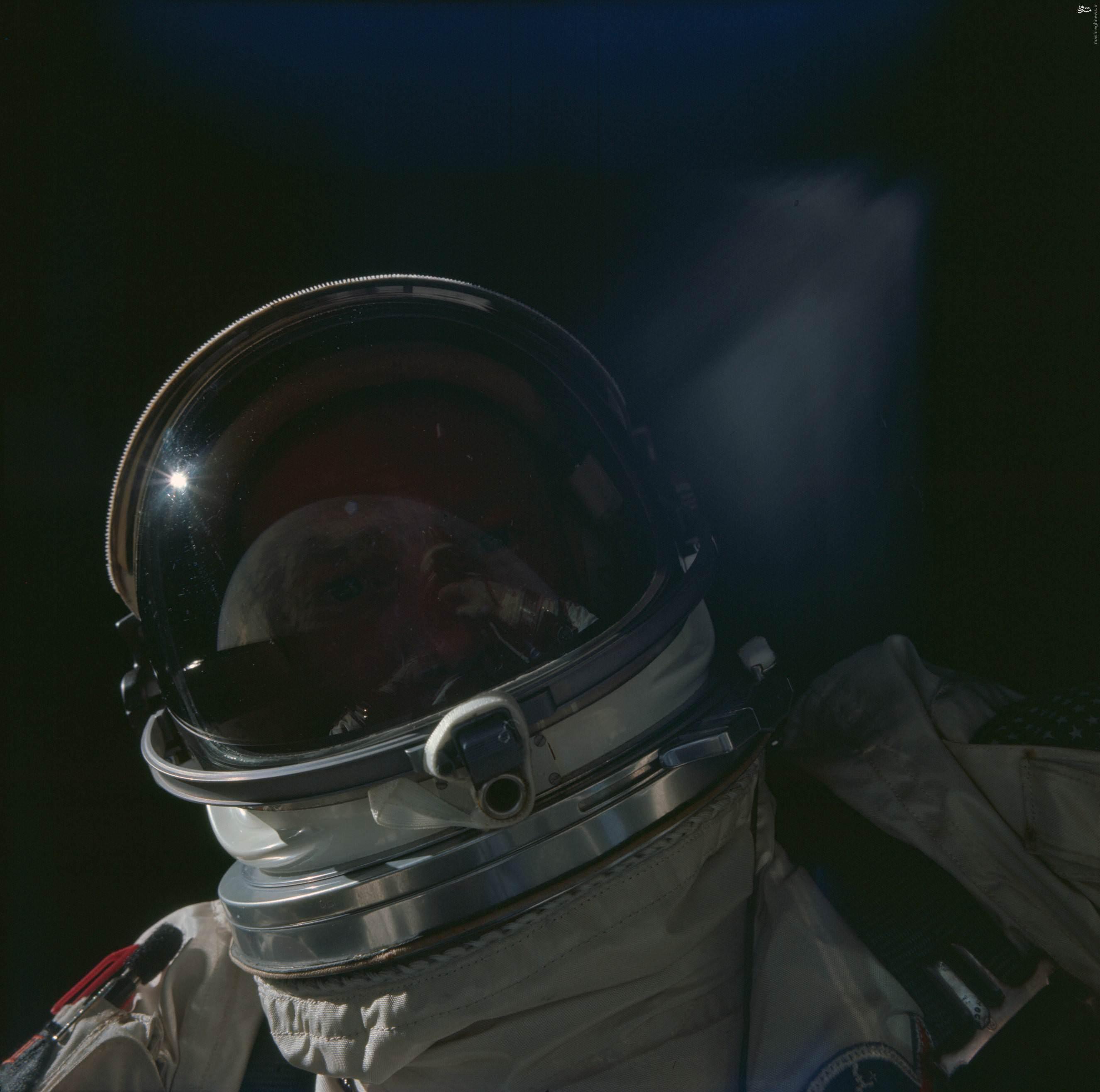 عکس/ یکی از قدیمیترین سلفیهای فضایی
