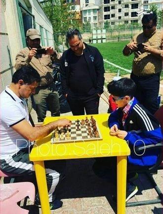 شطرنج بازی کردن علی دایی با پدیده ایران +عکس