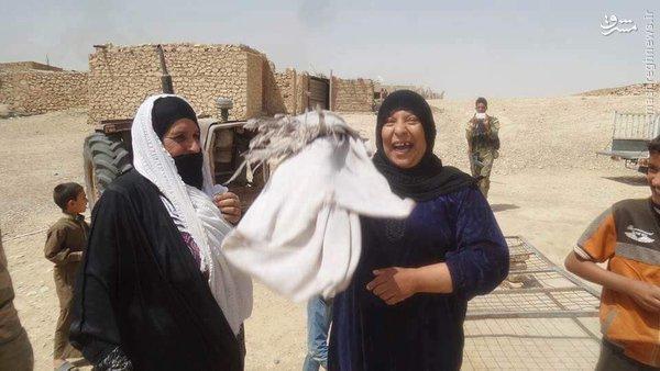استقبال مردم رطبه از ارتش عراق+عکس