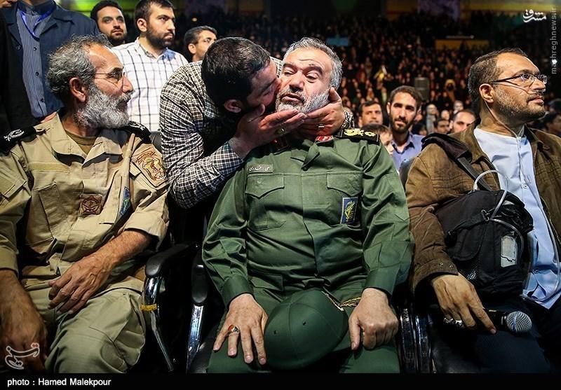 عکس/ بوسه ای که سردار را غافلگیر کرد