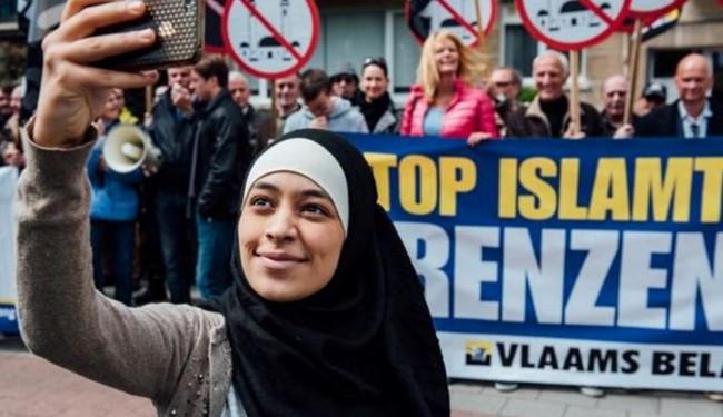 سلفی دختر مسلمان با مخالفان اسلام