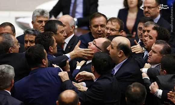 تصویب طرح لغو مصونیت نمایندگان پارلمان ترکیه