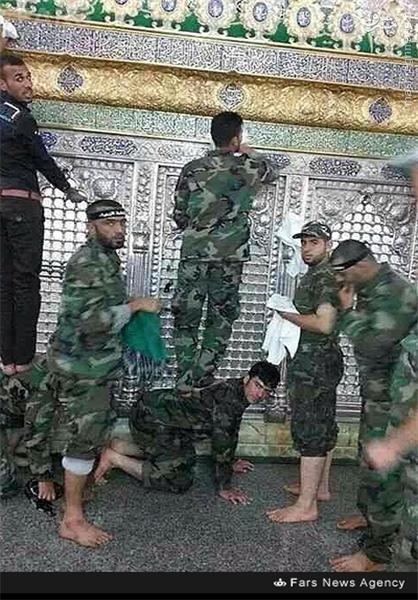مدافعان حرم در حال غبار روبی حرم حضرت زینب(س)+عکس