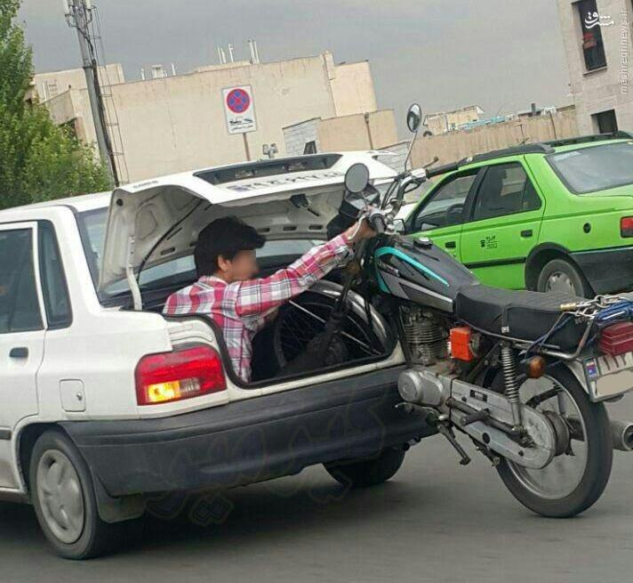 عکس/ حمل موتور سیکلت با پراید