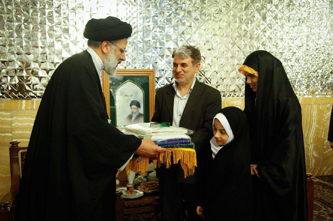 تقدیر تولیت آستان قدس رضوی از محدثه وحیدی، دختر ۷ ساله تبریزی، حافظ کلام الله مجید