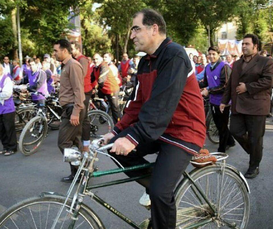 عکس/ دوچرخه سواری وزیر بهداشت