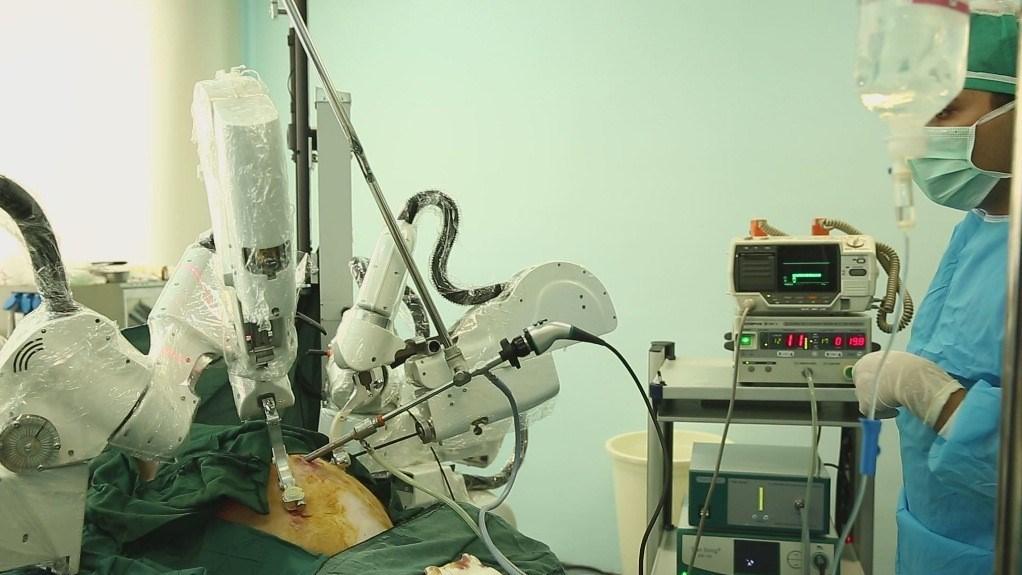 «ربات جراح کاملا ایرانی» با قابلیت جراحی از راه دور +تصاویر