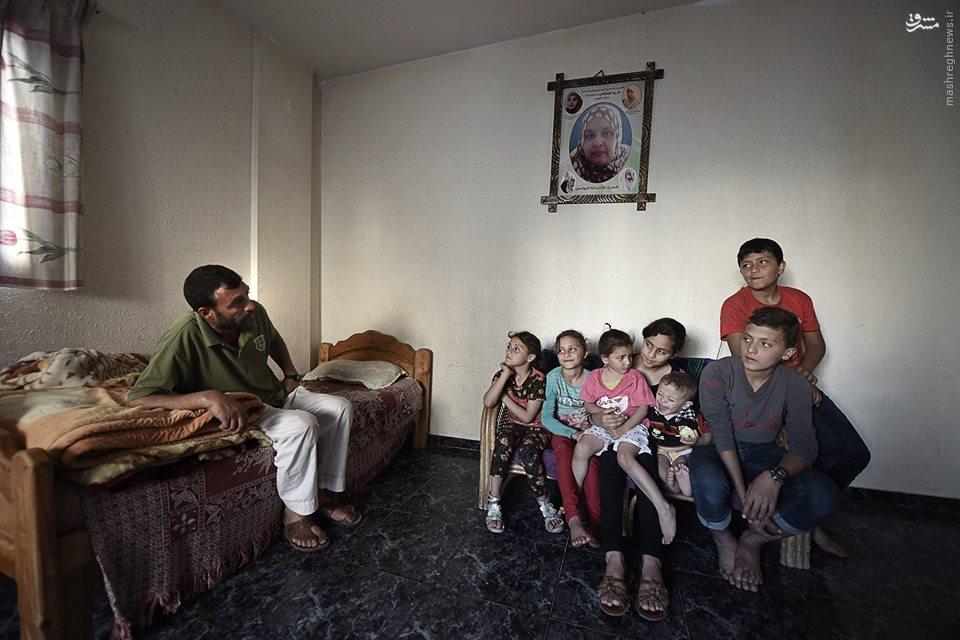 دختر 12 ساله فلسطینی با وظایف مادری