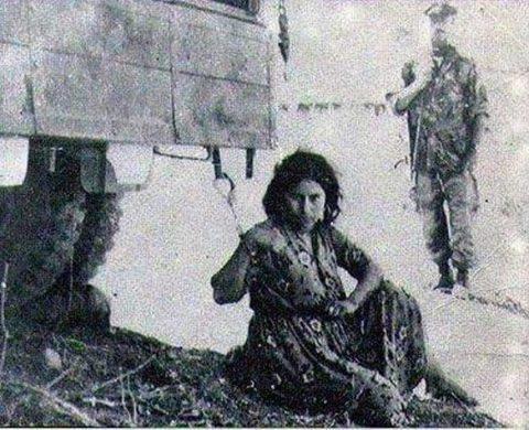 اعدام زن مسلمان توسط فرانسویها +عکس