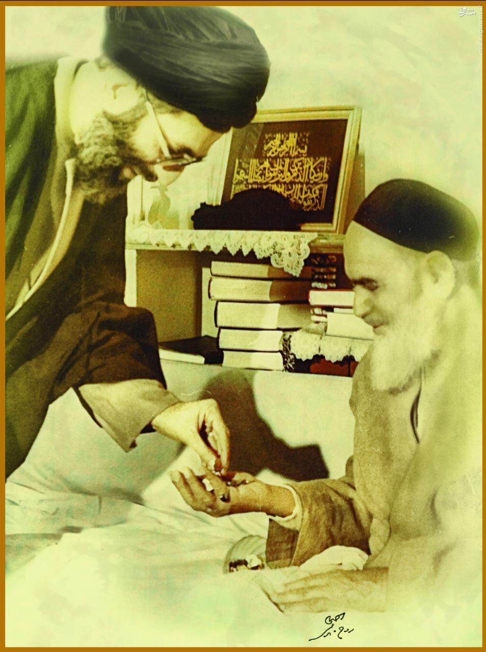 عکسی که امام خمینی برای رهبر انقلاب امضا کردند