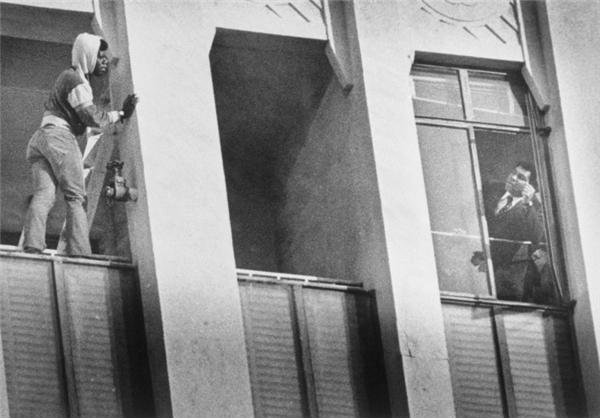 محمدعلی مانع خودکشی جوان سیاهپوست شد+عکس