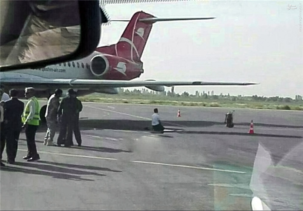 عکس/ نماز شکر خلبان ایرانی