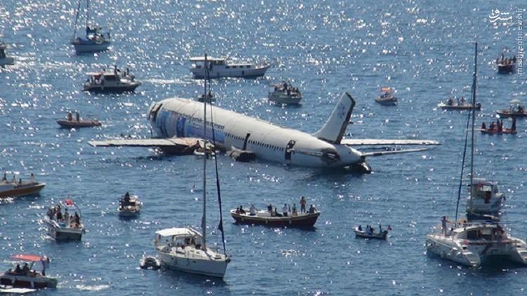 عکس/ هواپیمایی که غرق گردشگران شدغرق کردن هواپیما برای جذب گردشگر