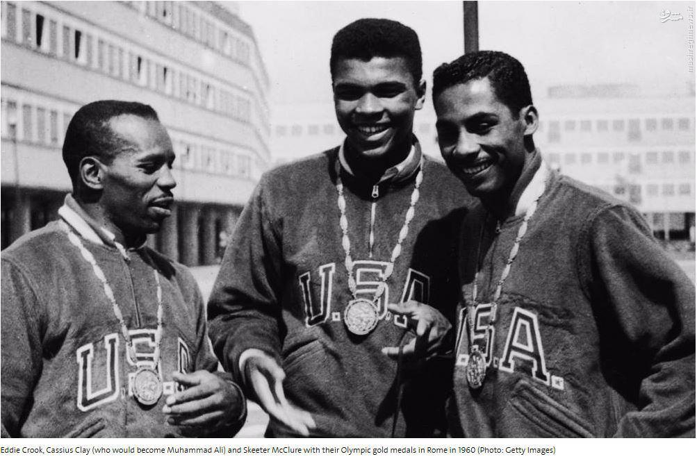 عکس/ طلای المپیک آتلانتا بر گردن کلی