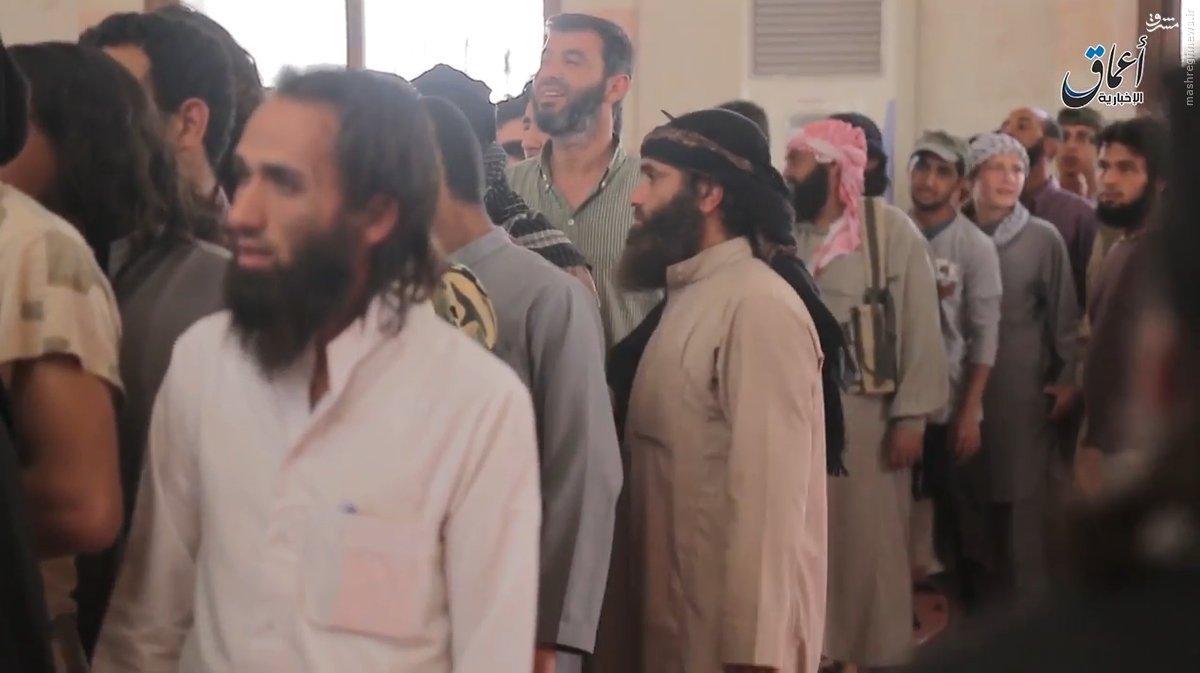 بیعت صدها تن از ساکنین منبج حلب با داعش!+عکس