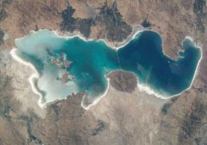 تراز سطح آب دریاچه ارومیه کمتر شد