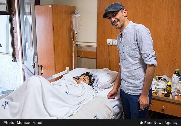 عیادت سازندگان فیلم «ایستاده در غبار» از مادر حاجاحمد متوسلیان