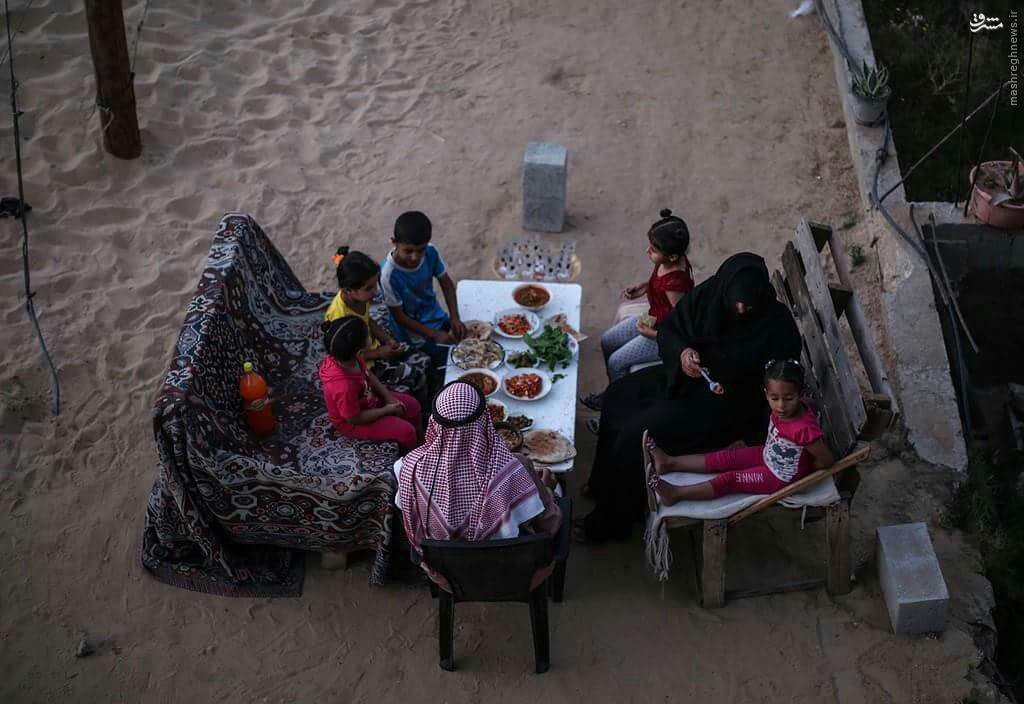 افطار بر ویرانه های غزه+عکس