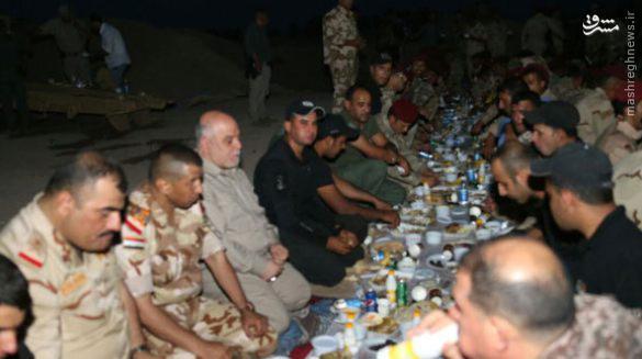افطار نخست وزیر عراق با رزمندگان در فلوجه+عکس