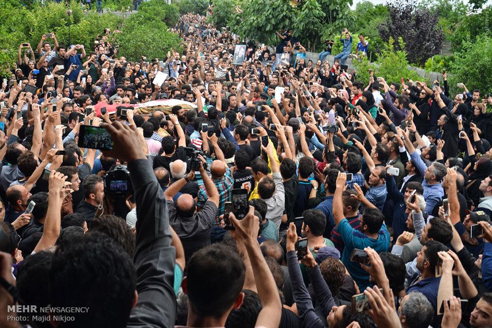 عکس/ هجوم لشکر موبایل به دستها