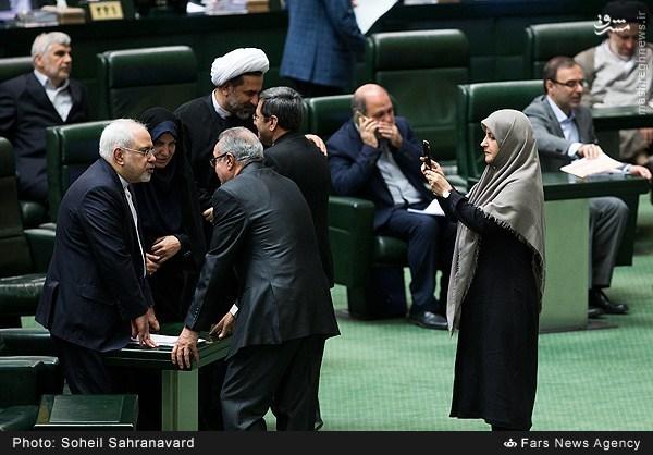 عکس/ عکاسی خانم نماینده از آقای ظریف