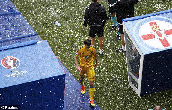 عکس/ بارش شدید تگرگ در یک بازی یورو 2016
