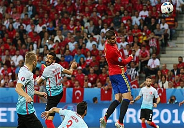 ماتادورها برای قهرمانی اعلام آمادگی کردند/ اسپانیا با پیروزی بر ترکیه صعودش را قطعی کرد