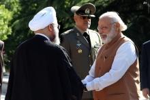 فیلم/ دست دادن محکم نخستوزیر هند با روحانی